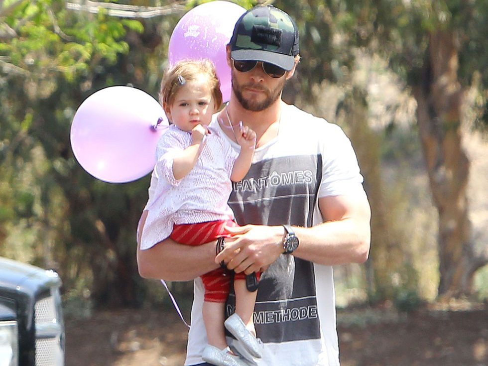 nrm_1416462474-f307454845840b5aa5920712588afea4-chris-hemsworth-con-la-figlia-india-rose