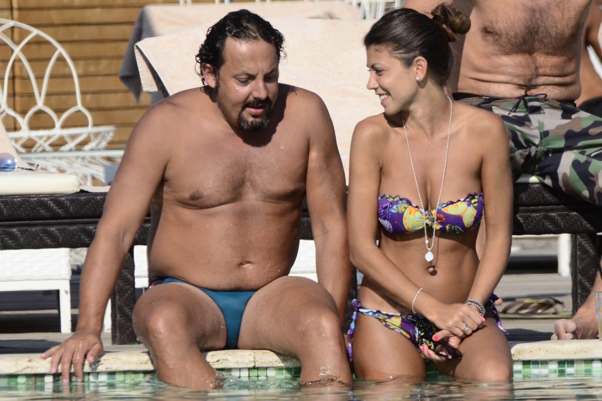 Foto-Enrico-Brignano-con-Donna-Flora-Canto-in-piscina-Beach2013