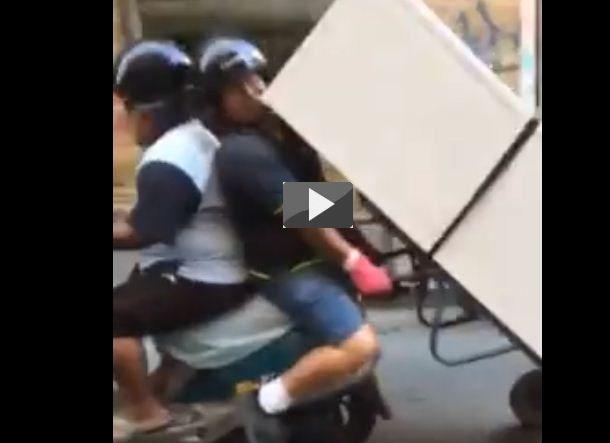 frigo-trasportato-con-scooter