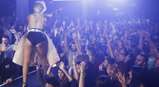 mannequin challenge record roma discoteca_27182754