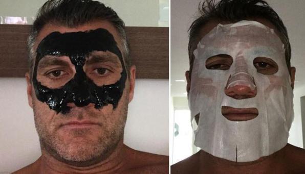 Christian Vieri si fa bello: eccolo mascherato in bianco e nero