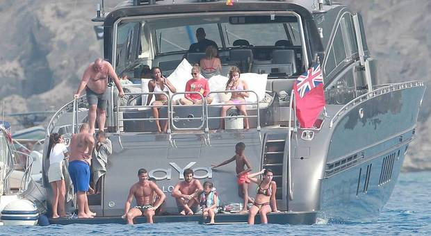 2558655_1744_cristiano_ronaldo_su_yacht