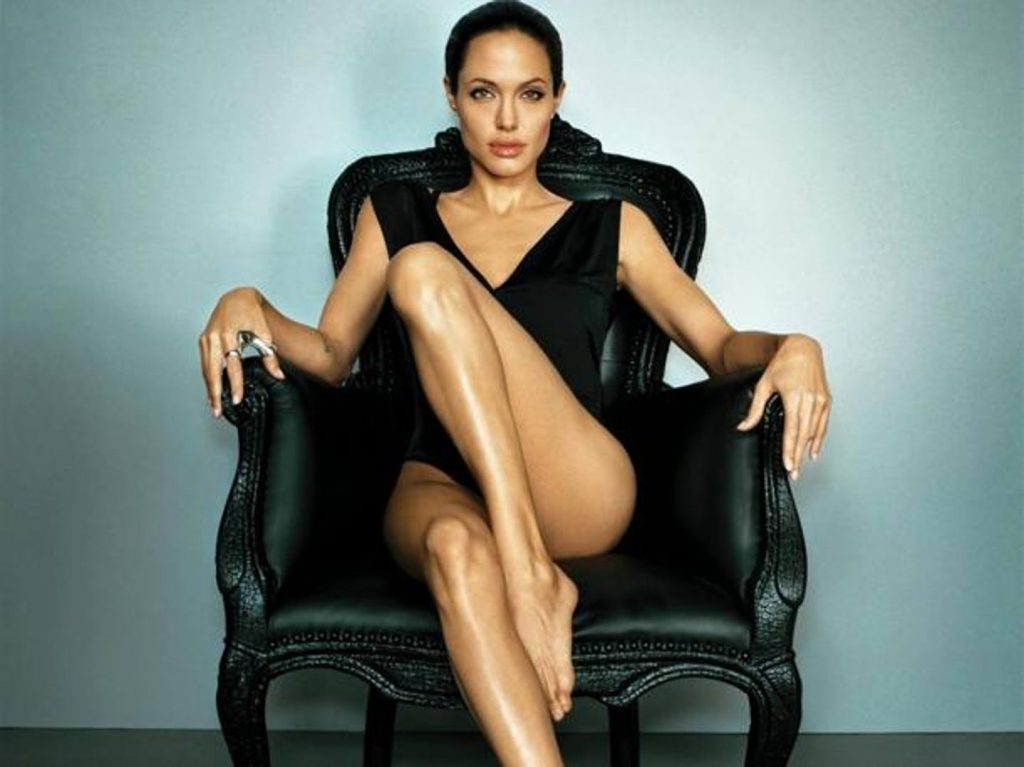 angelina-jolie-hot-in-black-hd-ke0E--611x458@Gazzetta-Web_mediagallery-fullscreen
