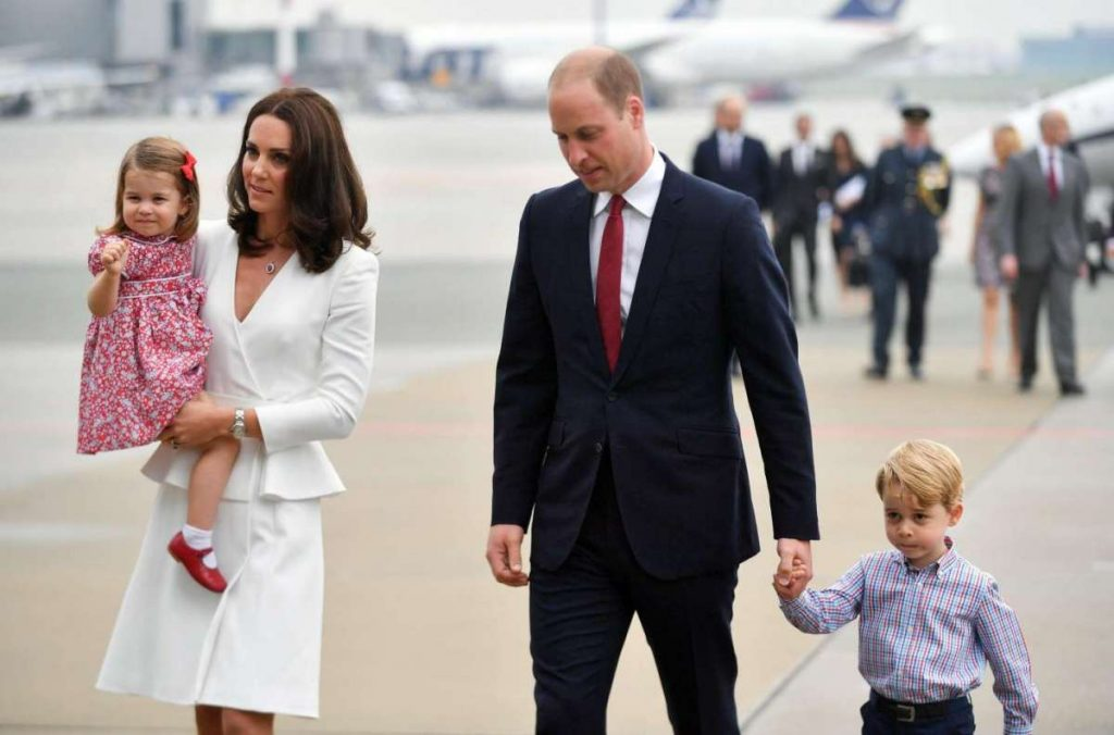 kate-e-william-si-incamminano-con-i-figli