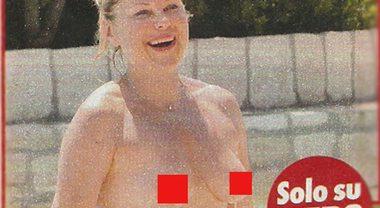 Patrizia Pellegrino, compleanno in famiglia e topless in piscina