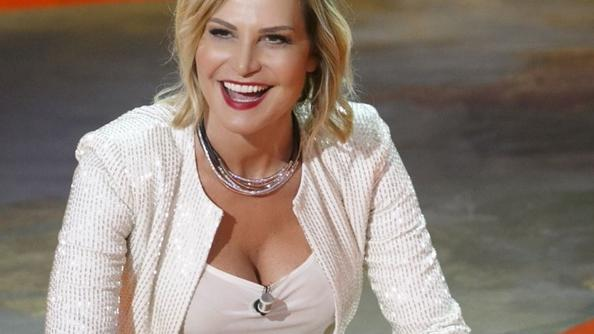 Simona Ventura e lo 'schiaffo' da Mediaset: non lo condurrà più. Ecco chi ha preso il suo posto