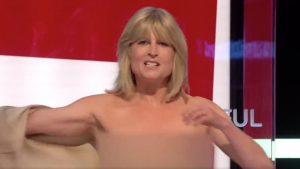 Giornalista si spoglia nuda in diretta per protesta contro l
