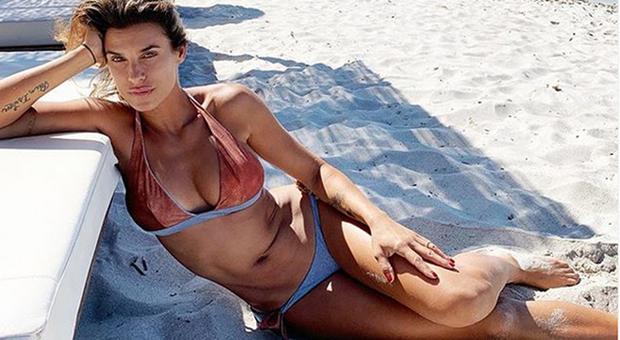 Elisabetta Canalis lascia la California, vacanze in Italia c