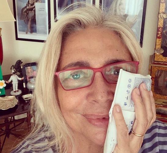 Mara Venier viene operata, poi posta la foto dopo l'interven