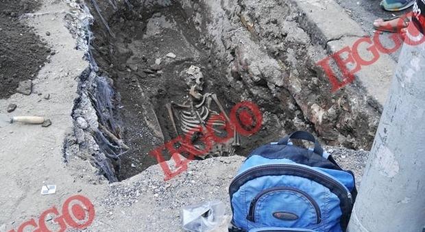 Roma choc, scheletro trovato davanti all'uscita della stazio